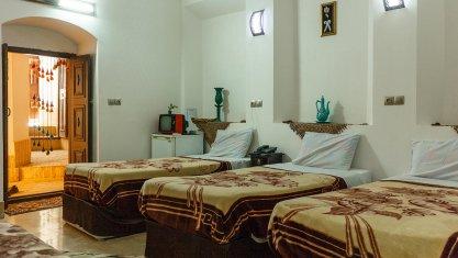 اقامتگاه سنتی سرای سنتی نقره یزد اتاق سه تخته 1
