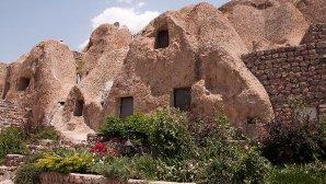 نمای بیرونی هتل صخره ای لاله کندوان