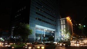نمای بیرونی هتل امیر در شب