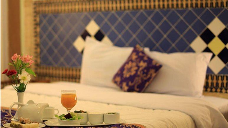 نمایی از اتاق یک   تخته هتل مشیرالممالک