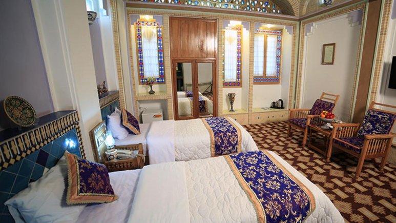 نمایی از اتاق دو تخته هتل مشیرالممالک