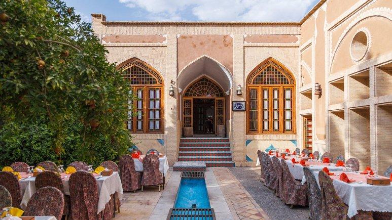هتل مشیر الممالک یزد رستوران فضای باز 1