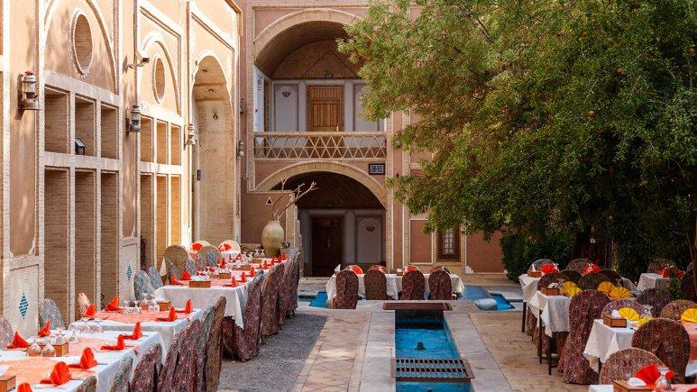 هتل مشیر الممالک یزد رستوران فضای باز 2