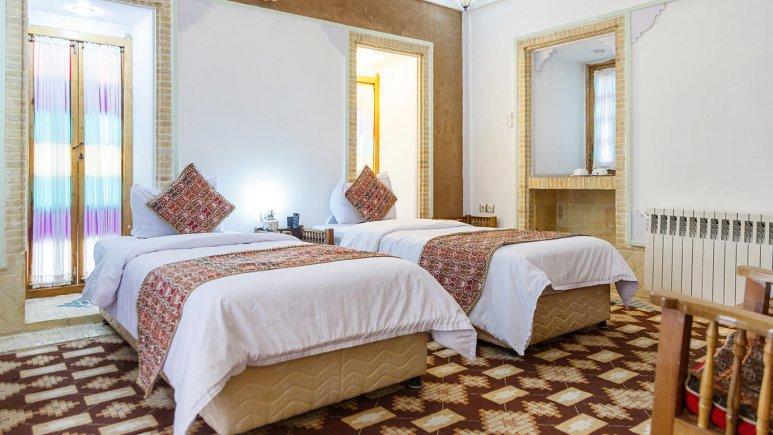 هتل مشیر الممالک یزد اتاق دو تخته تویین 1