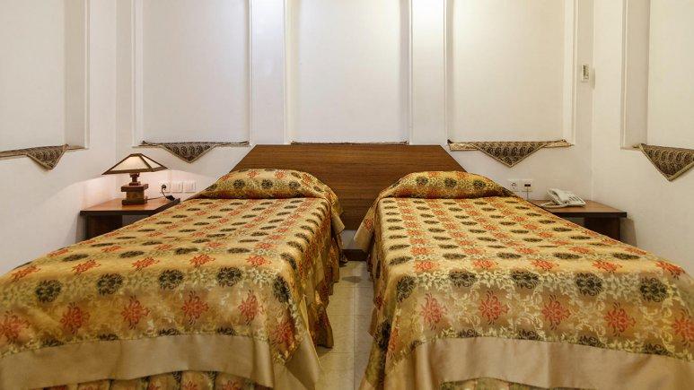 هتل سنتی مظفر یزد اتاق دو تخته تویین