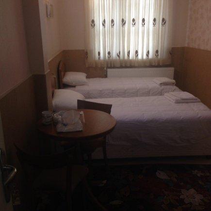 مهمانسرای صدریه تهران اتاق دو تخته تویین 1