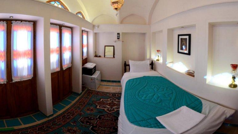 اقامتگاه سنتی سرای نه چم کاشان فضای داخلی اتاق ها 1
