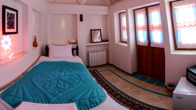 اقامتگاه سنتی سرای نه چم کاشان فضای داخلی اتاق ها 2