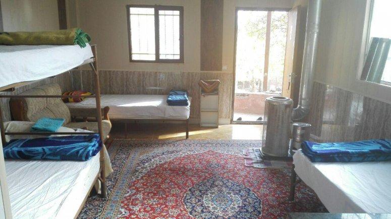 اقامتگاه سنتی باغ گلستان الموت شرقی سوئیت چهار تخته