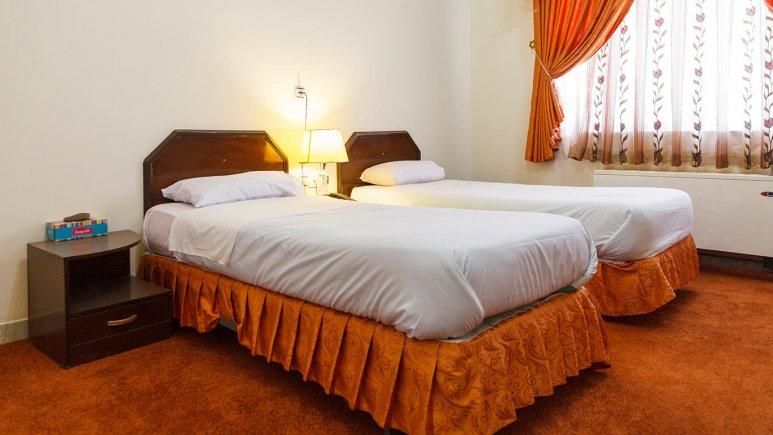 هتل تهرانی یزد اتاق دو تخته تویین