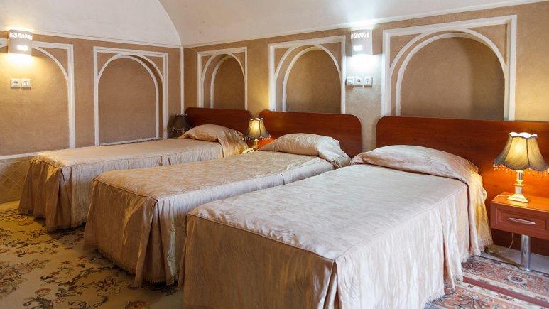 هتل کاروانسرای مشیر یزد اتاق سه تخته 1