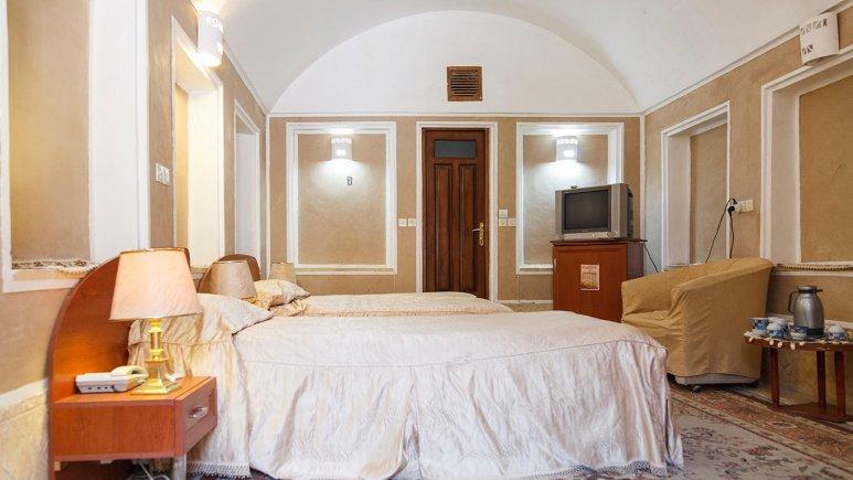 هتل کاروانسرای مشیر یزد اتاق سه تخته 2