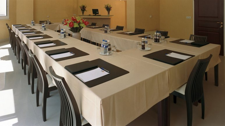 سالن کنفرانس هتل آپارتمان مدیا