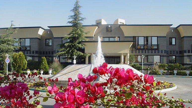 نمای بیرونی هتل بستان