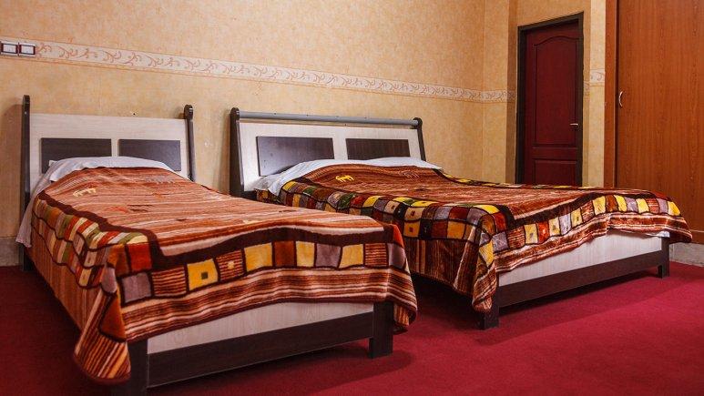 هتل صدرا شیراز اتاق سه تخته 2