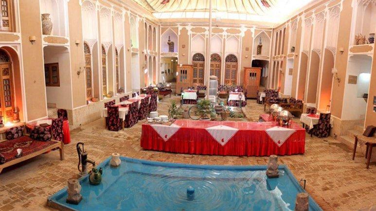 نمایی از فضای داخلی هتل فهادان