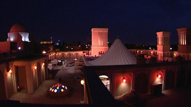 نمایی از هتل فهادان در شب