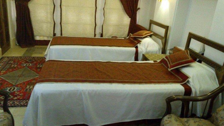 نمایی از اتاق  دو تخته  تویین هتل فهادان