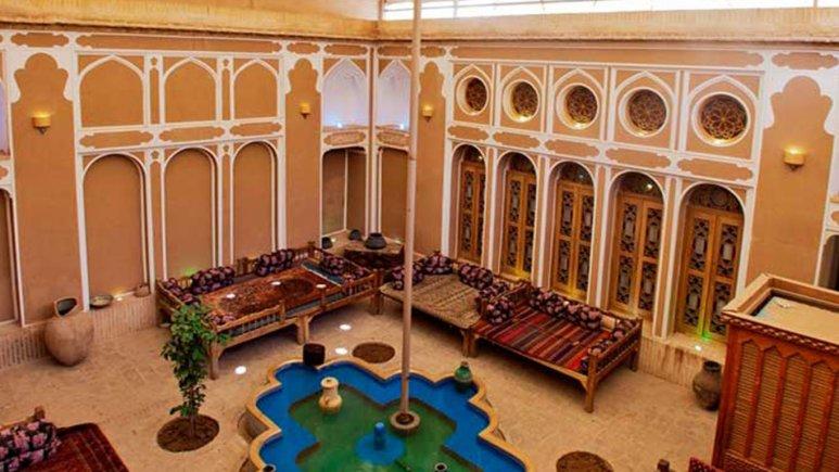 نمای بیرونی هتل فهادان