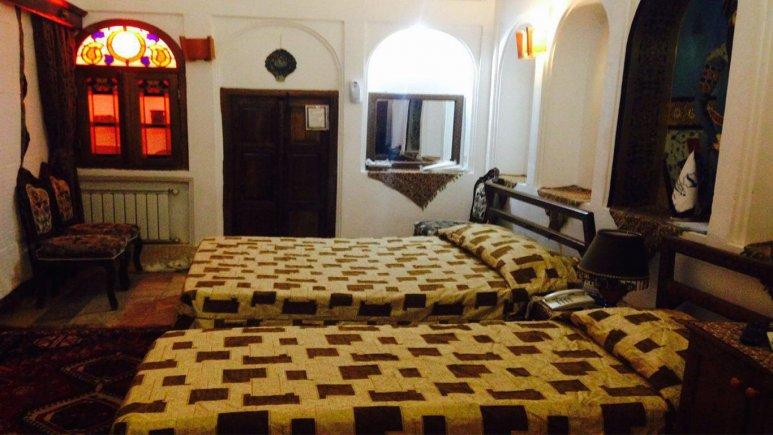 نمایی  از اتاق  دو تخته  هتل ملک التجار