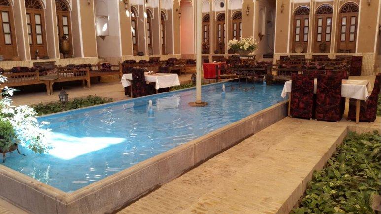 فضای داخلی هتل سنتی مهر