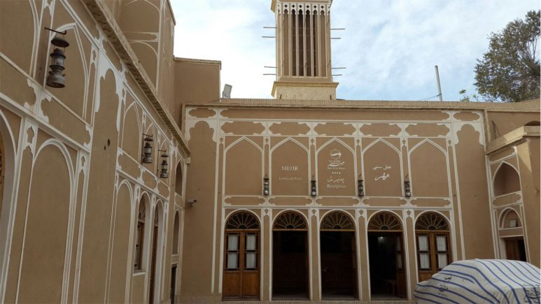 نمای بیرونی هتل سنتی مهر