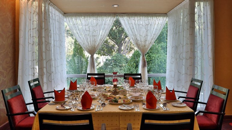 رستوران کلاسیک پرنیان هتل هما شیراز