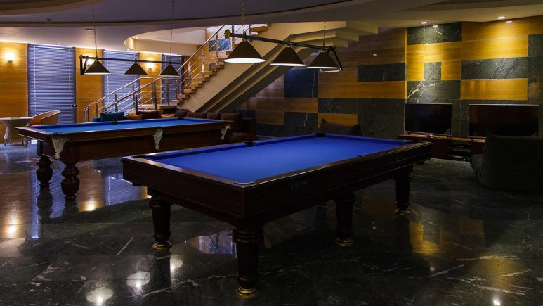 هتل بزرگ شیراز سالن بیلیارد 1