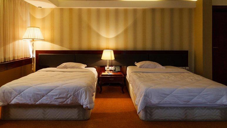 هتل بزرگ شیراز اتاق دو تخته تویین 2