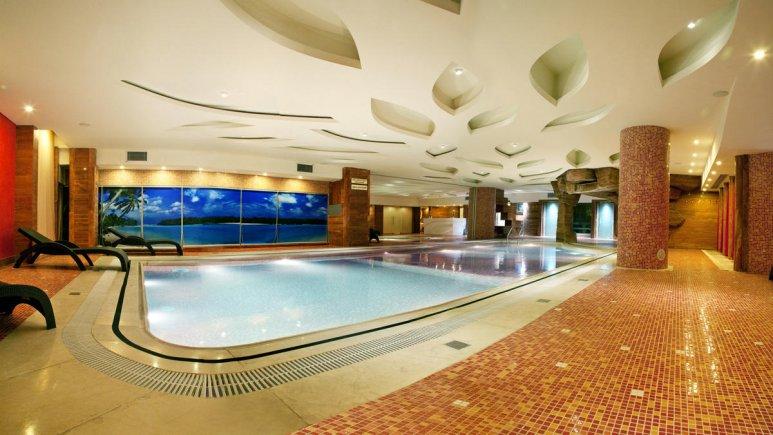 هتل بزرگ شیراز استخر بانوان