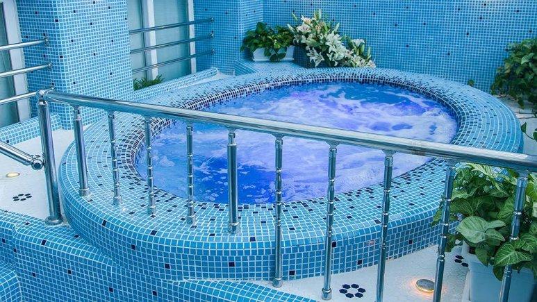 هتل بین المللی قصر مشهد استخر 1