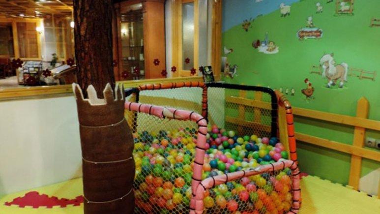 اتاق کودک هتل قصر طلایی