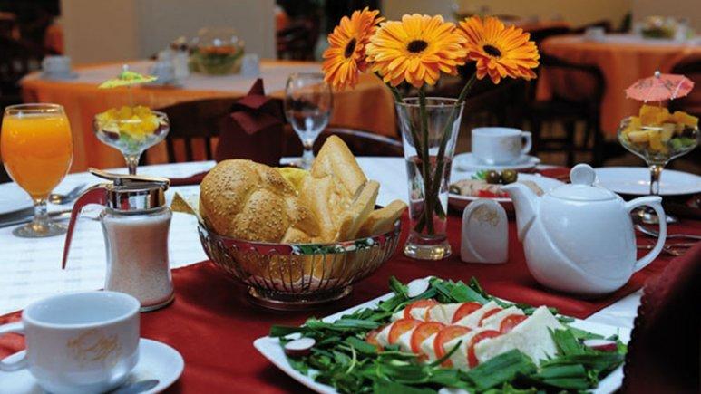 بوفه صبحانه هتل قصر طلایی