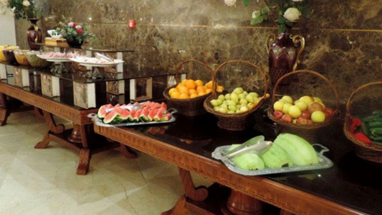 بوفه صبحانه در هتل قصر طلایی