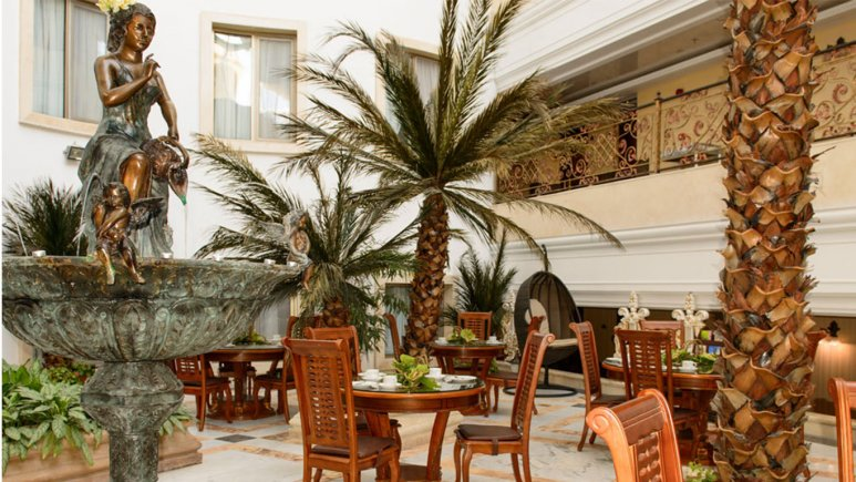 کافی شاپ آتریوم مینوتا هتل قصر طلایی