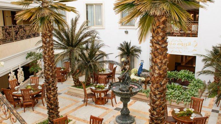 هتل قصر طلایی مشهد کافی شاپ آتریوم مینوتا 4