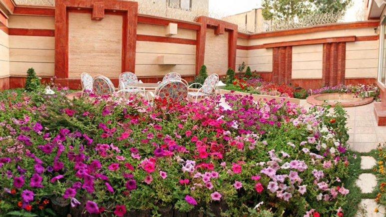 فضای سبز کلینیک دندان پزشکی هتل قصر طلایی