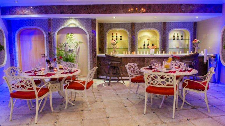 رستوران استخر هتل قصر طلایی