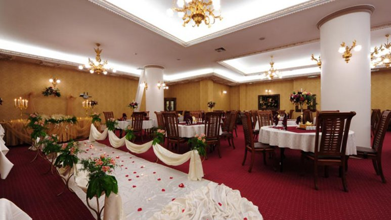 هتل قصر طلایی مشهد رستوران پرستیژ