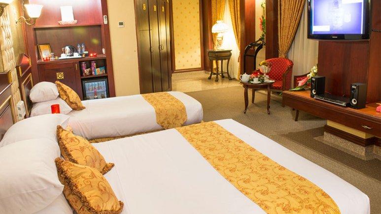 اتاق سه تخته هتل قصر طلایی
