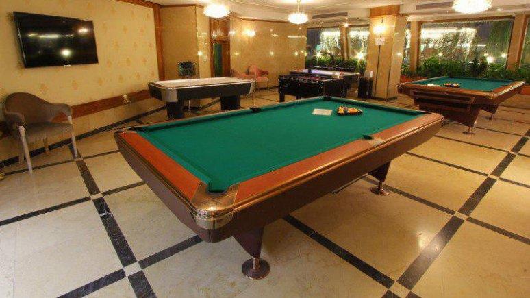 هتل کوثر ناب مشهد سالن بیلیارد