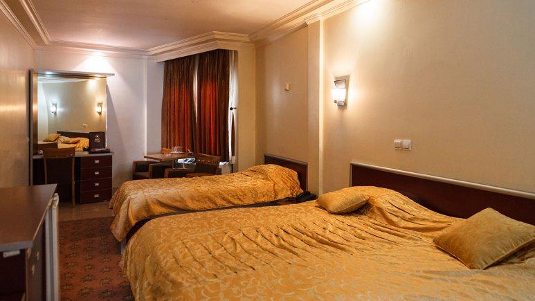 اتاق سه تخته هتل پیروزی