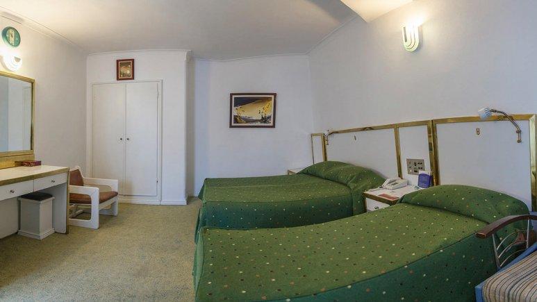 هتل لاله مشهد اتاق سه تخته 4