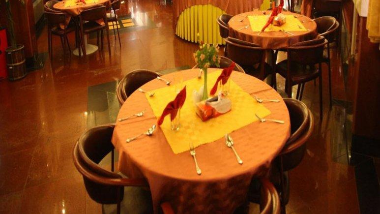 رستوران هتل لاله
