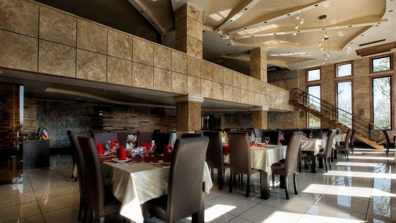 رستوران هتل معین