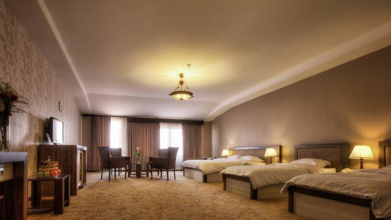 سوییت چهار تخته هتل معین