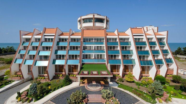 نمای بیرونی هتل نارنجستان