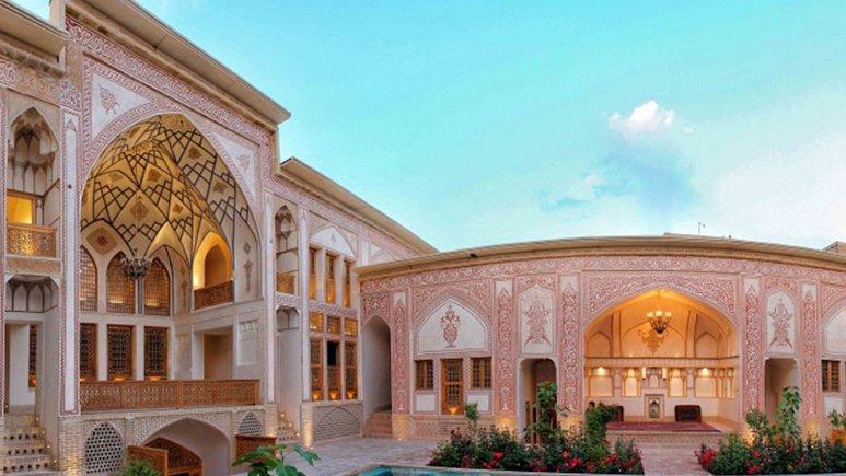 نمای بیرونی هتل مهین سرای راهب