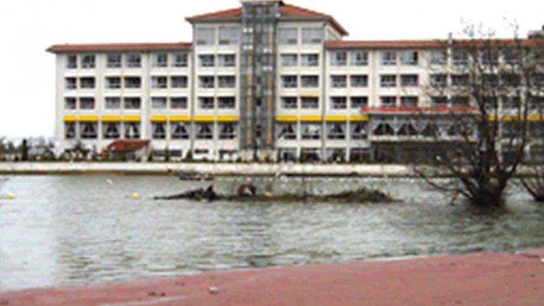 محوطه هتل اسپیناس آستارا