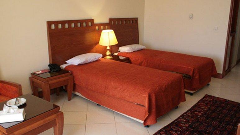 اتاق دو تخته تویین هتل بزرگ زنجان